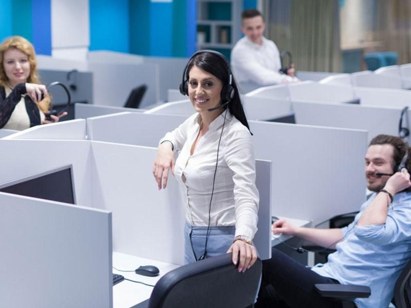 Un numéro vert facture le destinataire donc l'entreprise et non l'appelant. En mettant à disposition du public une permanence téléphonique, les entreprises visent à augmenter la fidélisation client.