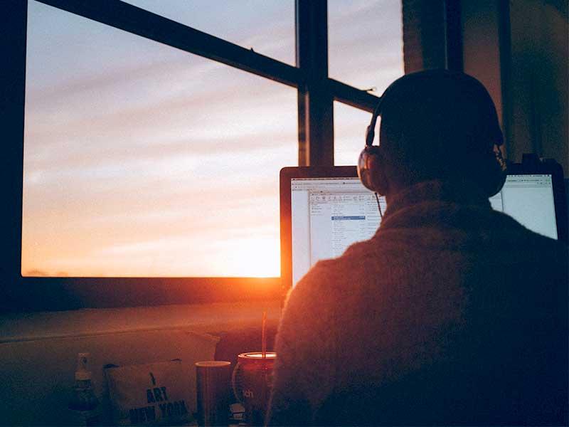 Découvrez comment motiver vos téléagents malgré les contraintes de la crise Covid-19 et du travail à distance.