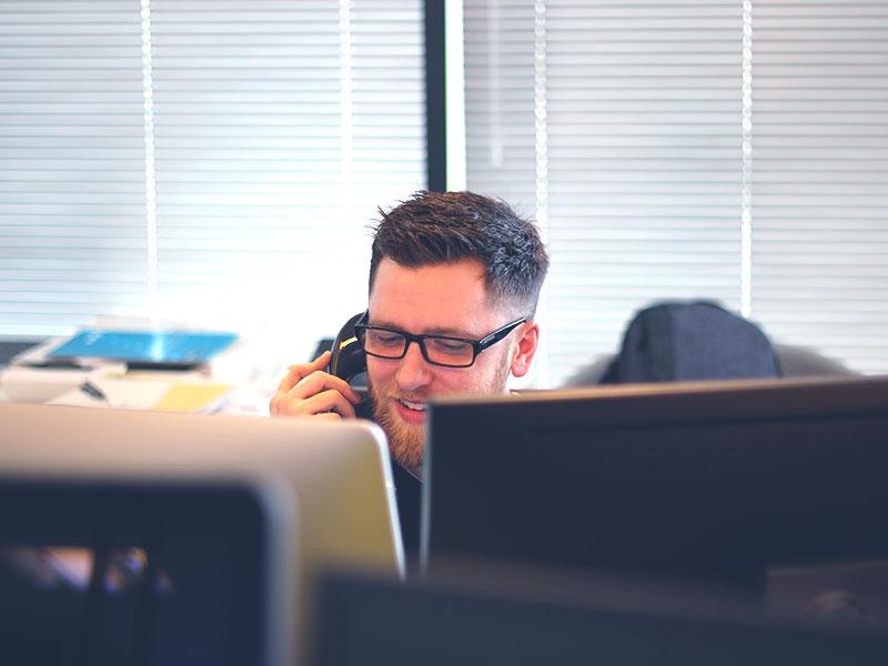 Offrir une permanence téléphonique fiable à vos clients, c'est augmenter leur satisfaction. Voici pourquoi un centre d'appels externalisé est la solution à adopter.